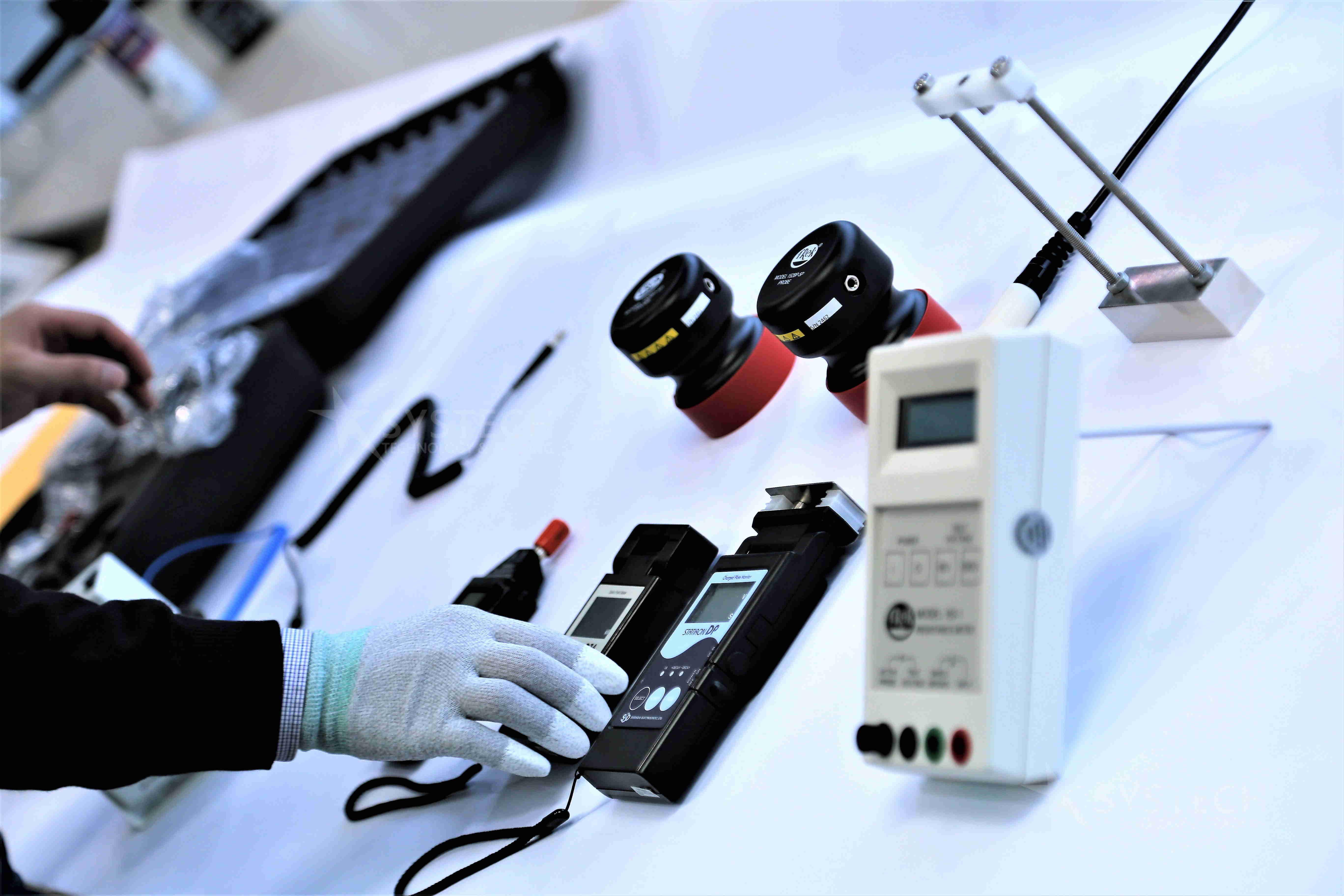 Thiết bị đo tĩnh điện